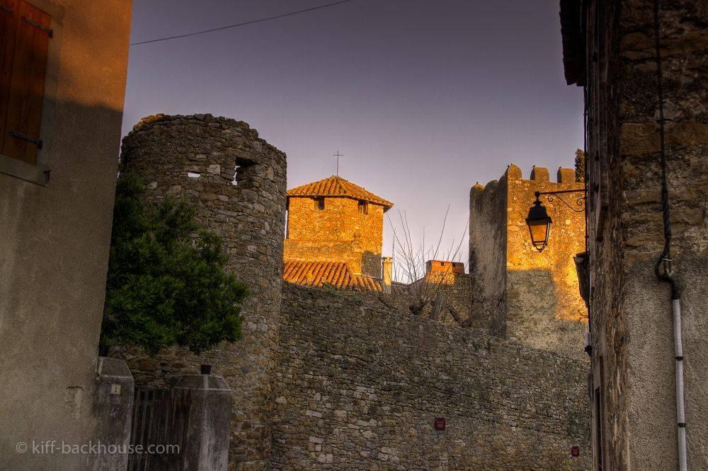 Un petit vu du château d'agel